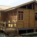 construir casa madeira 150x150 - Casa de madeira pré-fabricada vale a pena?